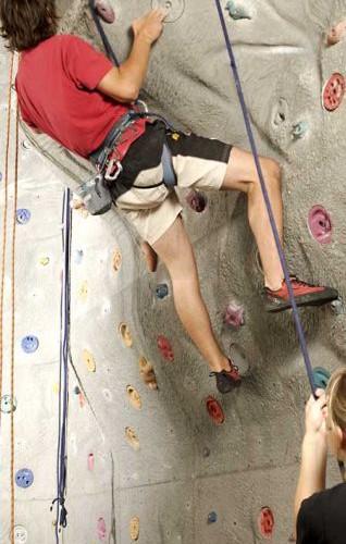 Klettern auf 200qm großer Freeclimbing-Wand